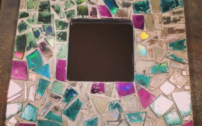 DIY: Mosaic thrift frame